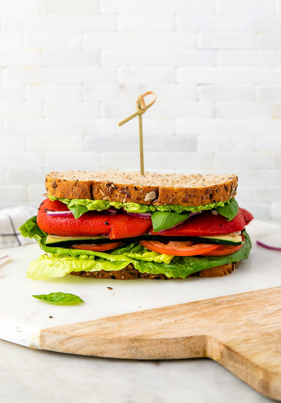 Mediterranean Veggie Sandwich Aka Roasted Red Pepper Hummus Avocado Sandwich Is Super Easy To Make And In 2020 Vegan Recipes Healthy Veggie Sandwich Food Recipies