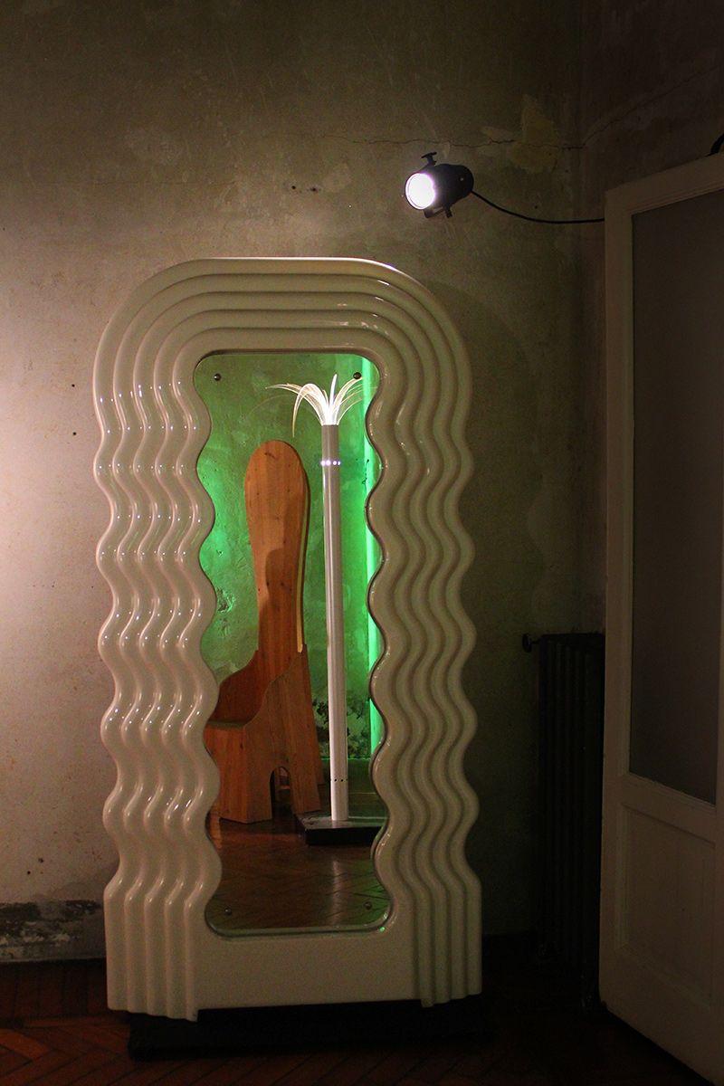 Ettore Sottsass, Ultrafragola, 1970, Italy. #erastudioapartmentgallery #erastudio #deisgngallery #collectibledesign #design #gallery #milan #italy #ettoresottsass  #italiandesign #historicaldesign #interior #seventies #ambience #places #madeinitaly  #details #memphis #memphisdesign #mirror #ultrafragola #poltronova