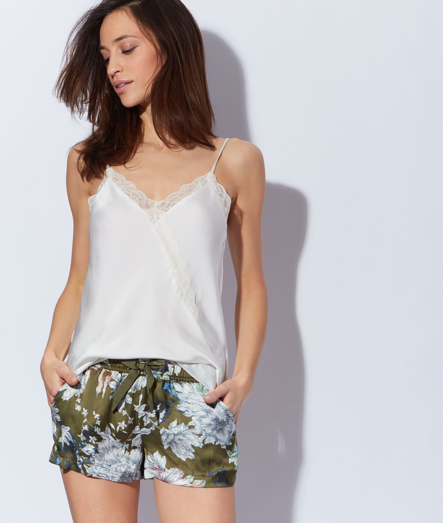 7431fa01feb62d Top pyjama satiné blanc by Etam | Sam | Lingerie, Lingerie de nuit ...
