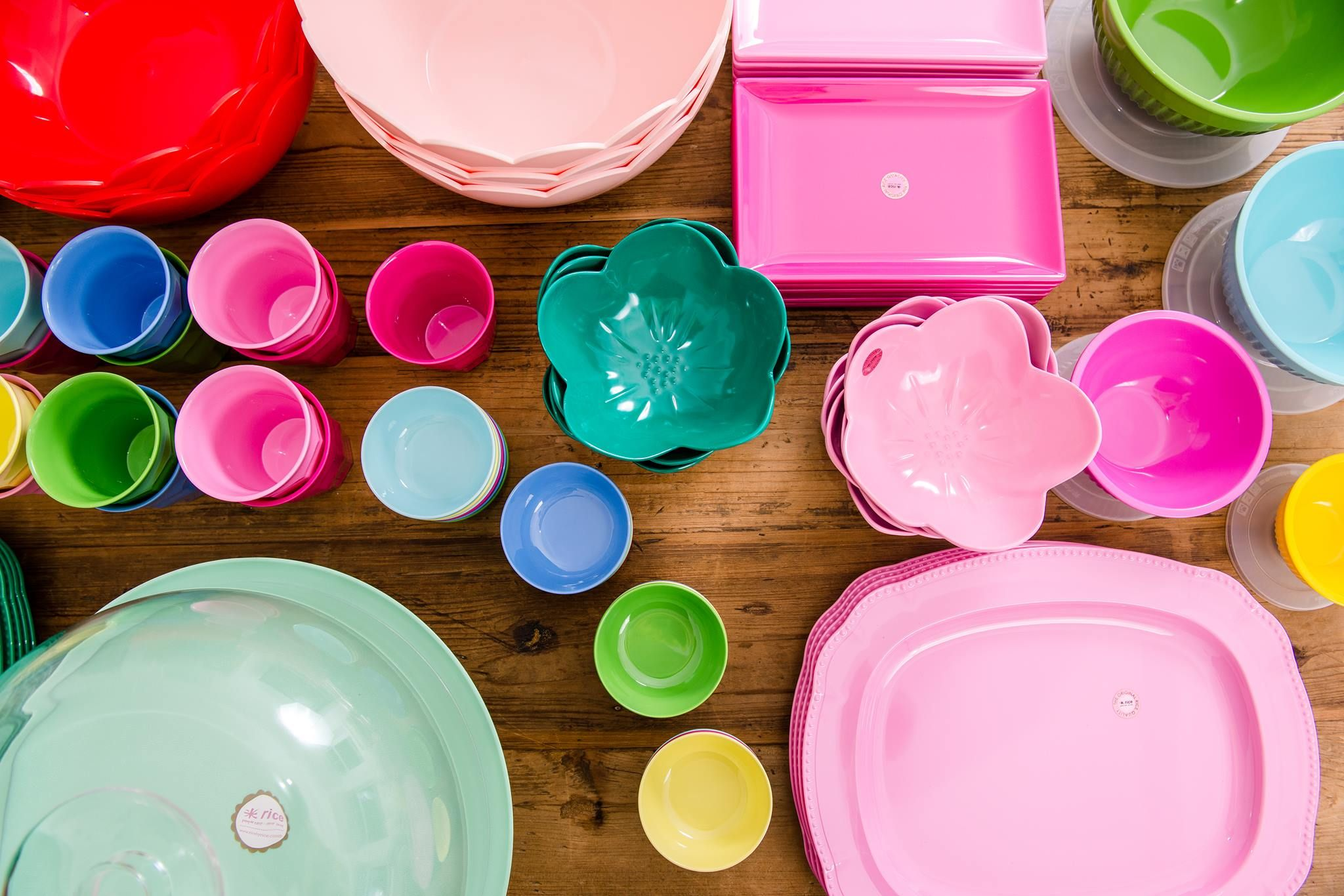 Hire Stylish Re Useable Kids Party Tableware At A Great Price Ditch The Party Disposables And Choose From A G With Images Kids Party Tableware Party Tableware Party Bowls