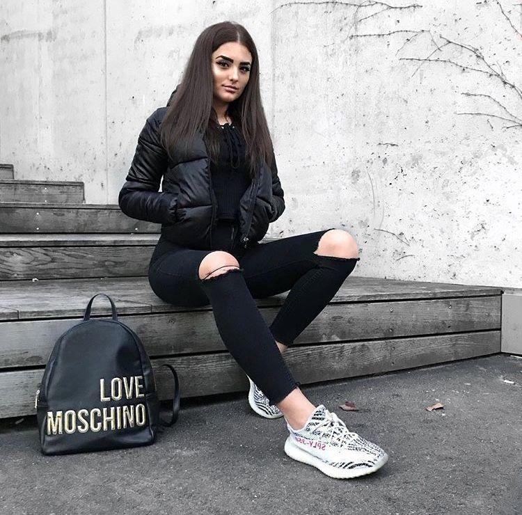 7f64d15354ef2 Pinterest  Yasmeen Abubakar Black Ripped Jeans