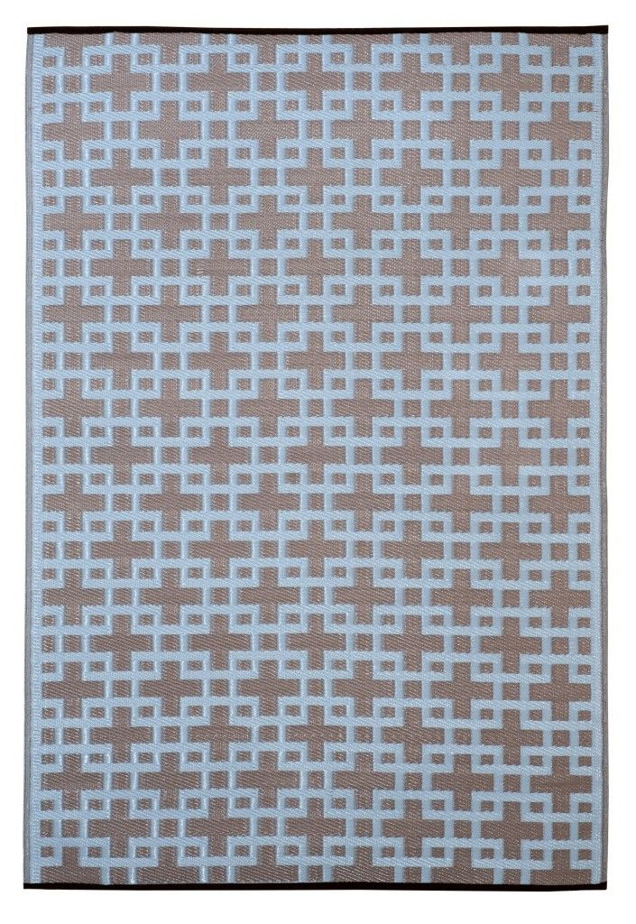 Woven From Straws Made Up Of Recycled Plastic Washable Just Shake Or Hose Off For Easy Cleaning Reversible Change The Look O Indoor Outdoor Rugs Outdoor Rugs Living Spaces Rugs