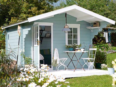 Das Gartenblockhaus - schwedenblau gestrichen - ein Traum! #deckpatio