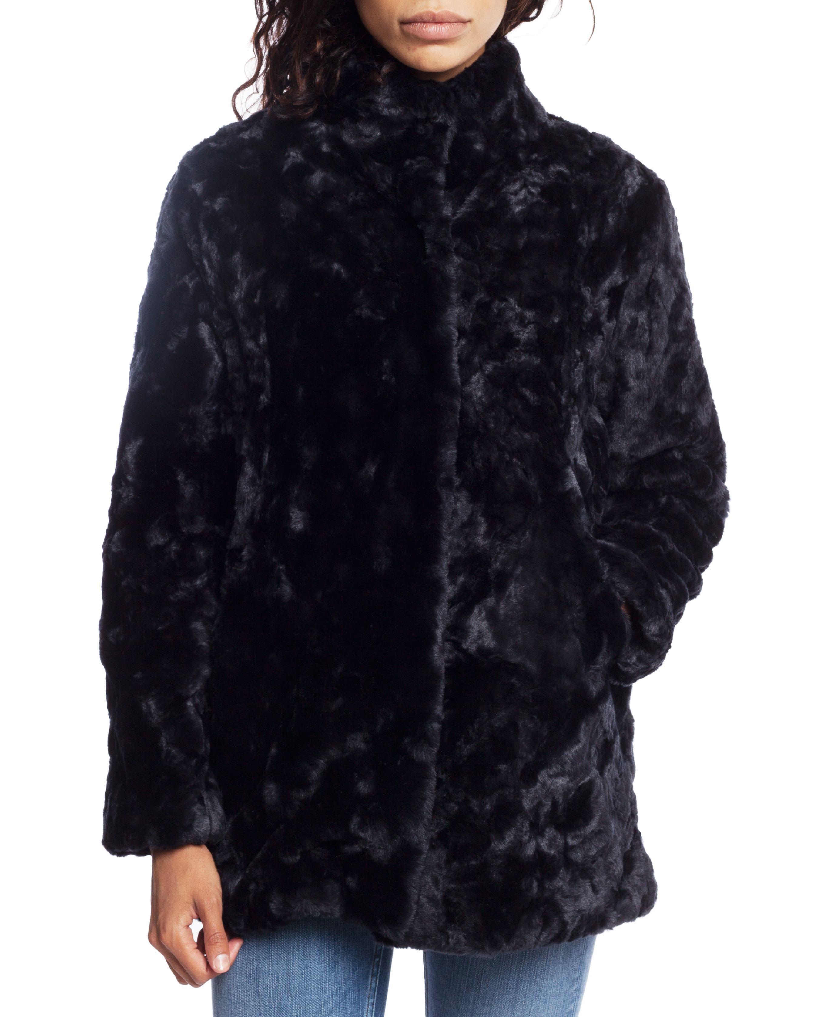 Till dam från Tiger of Sweden Jeans, en svart pälsjacka.