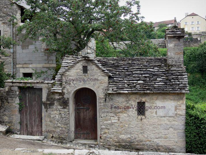 Château-Chalon:+Small+chapel+(oratory) - France-Voyage.com
