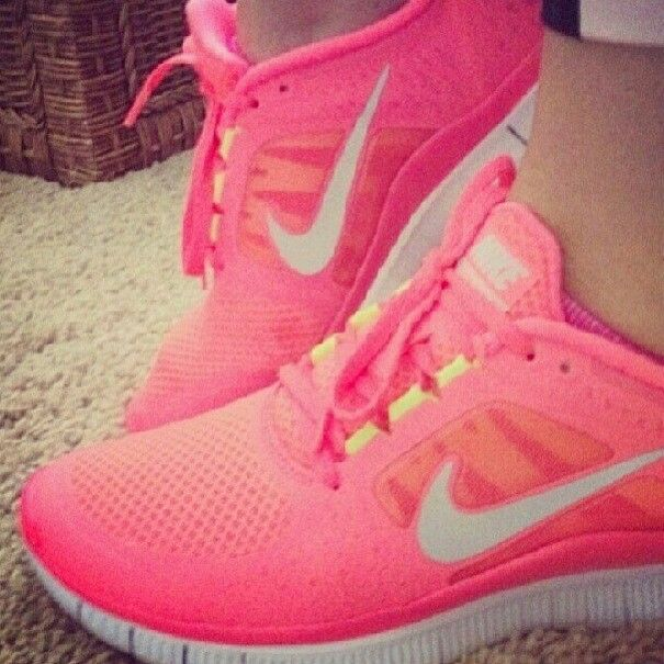 luminous pink nike free runs