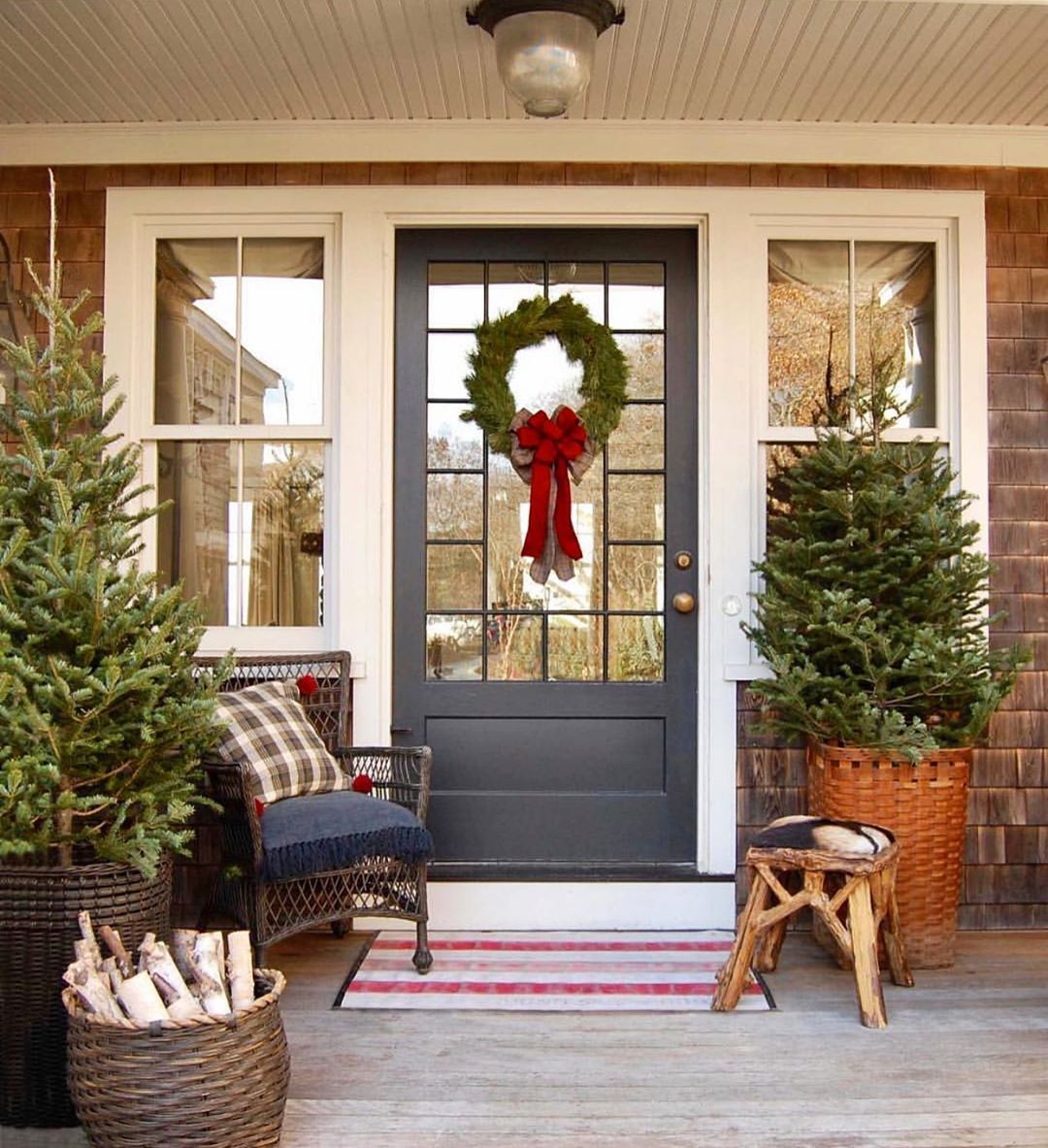 Mainly Baskets Home On Instagram Welcome Home For The Holidays What S Not To L Christmas Porch Decor Front Porch Decorating Front Door Christmas Decorations