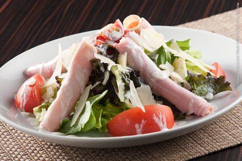 Sr. Marcos (jantar)    Salada do Chef  Peito de peru, presunto, tomate seco, parmesão ralado ao molho de iogurte