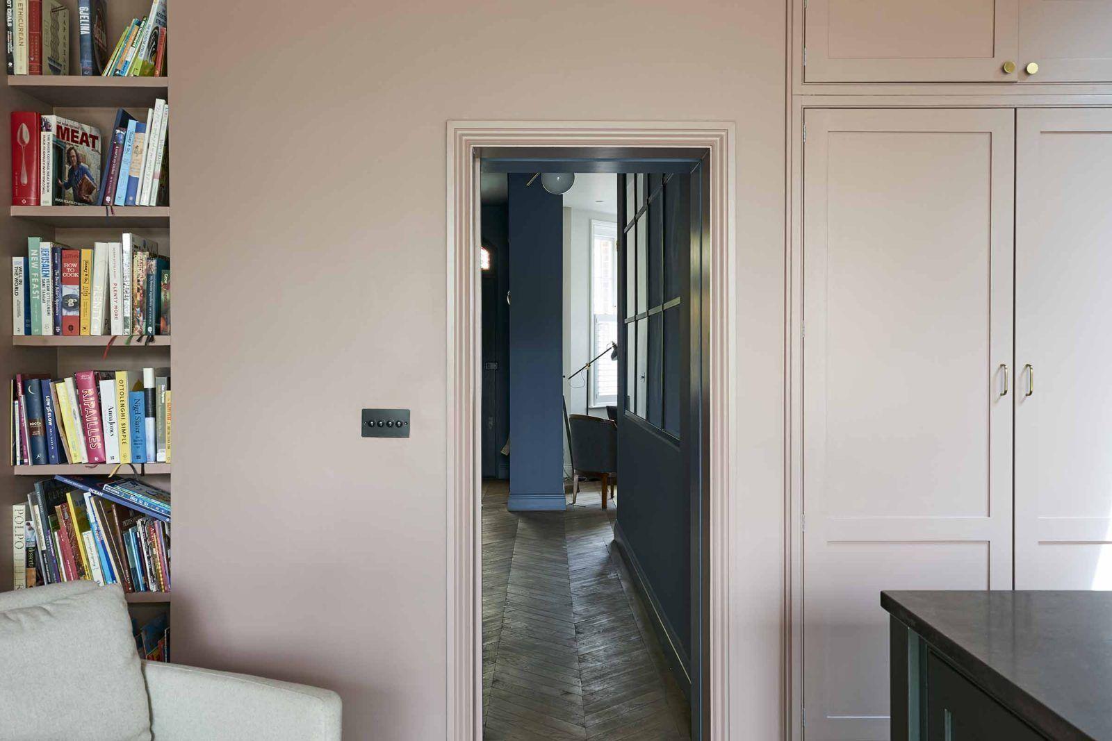 Un parquet ancien français pour une maison victorienne rénovée à Londres