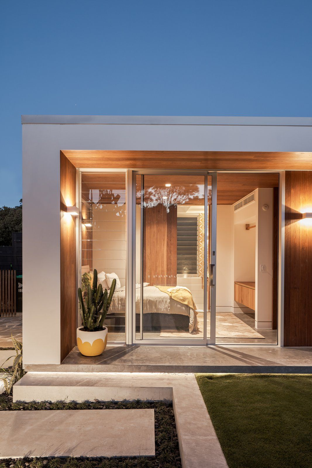 Photo 7 Of 9 In An Australian Garden Studio Opens Up To The Outdoors House Architecture Design Single Floor House Design Rooftop Design