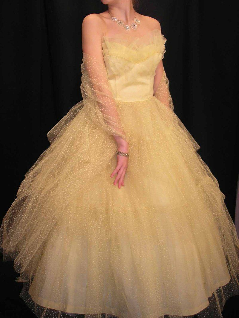 A Yellowish Creme Colored Vintage Prom Dress Vintage Style Prom Dresses Prom Dresses Prom Dresses Vintage [ 1066 x 800 Pixel ]