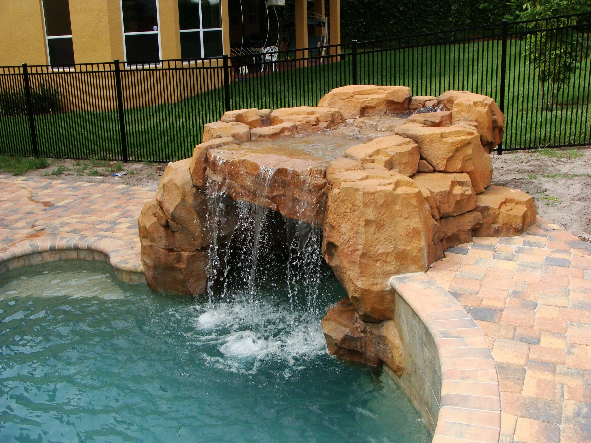 Custom Concrete Waterfall Swimming Pool Waterfall Artificial Rock
