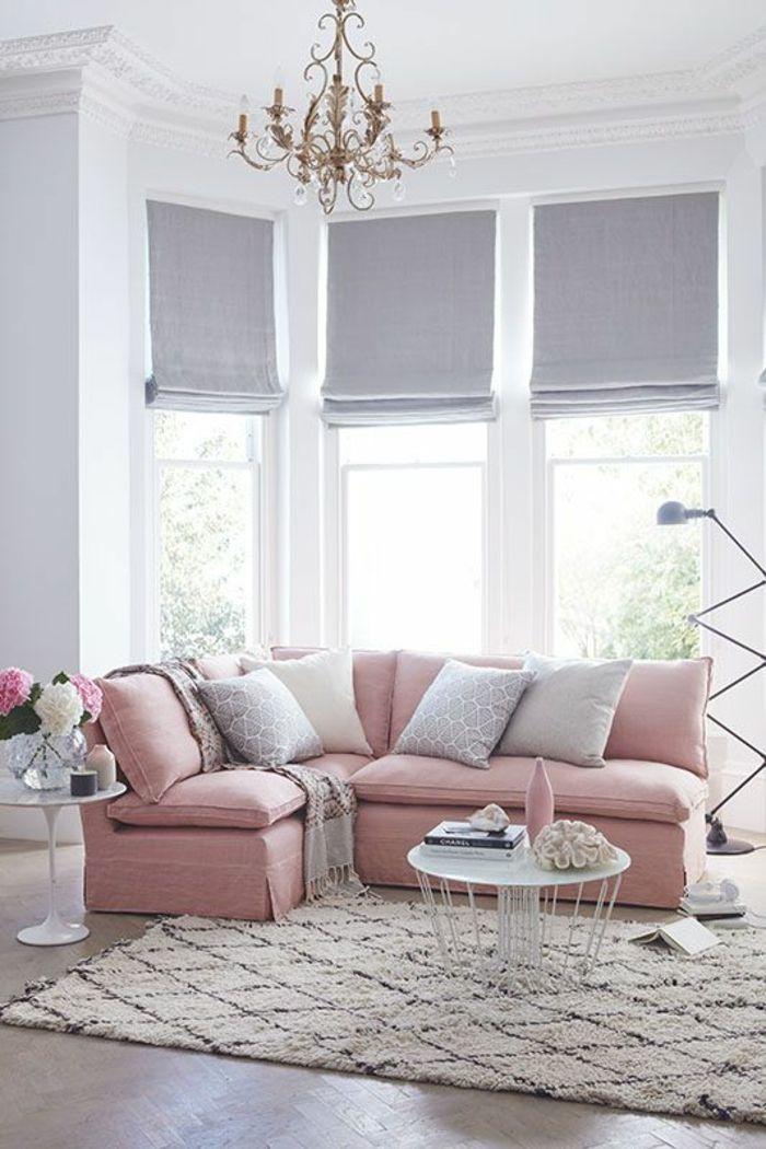 quelle couleur associer au gris perle dans un salon chiquissime en rose et gris clair avec lustre bougeoir