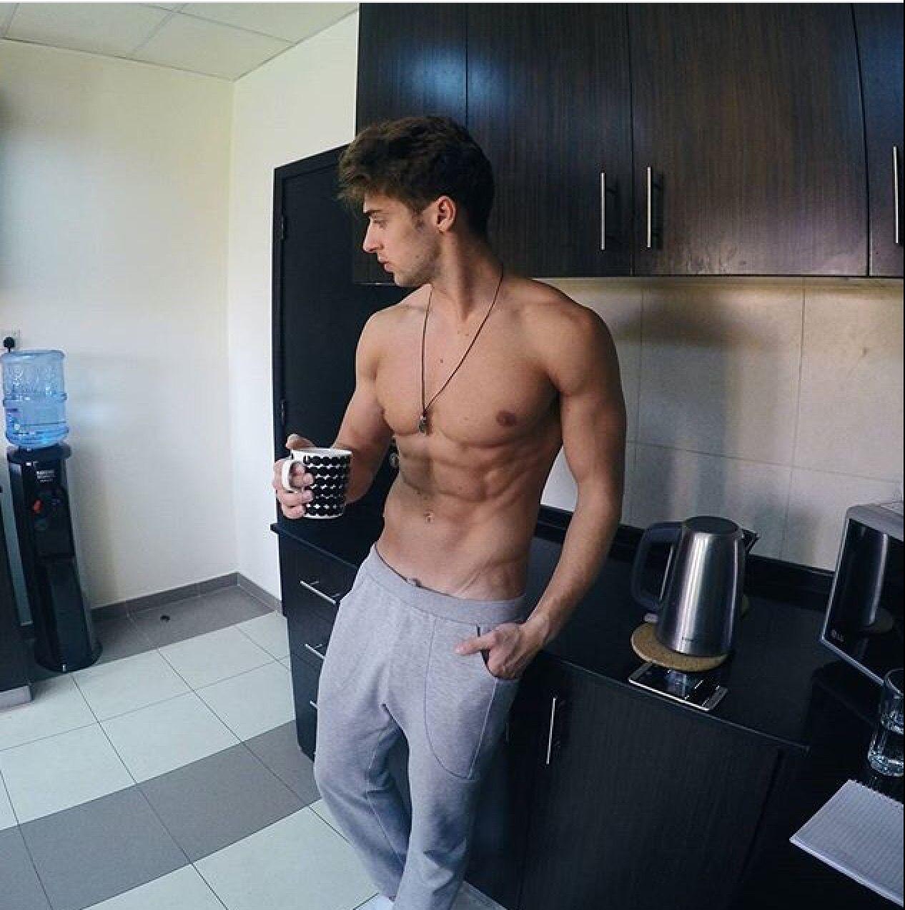 ee36732cf Resultado de imagen de chicos guapis tomando cafe | Cooking ...