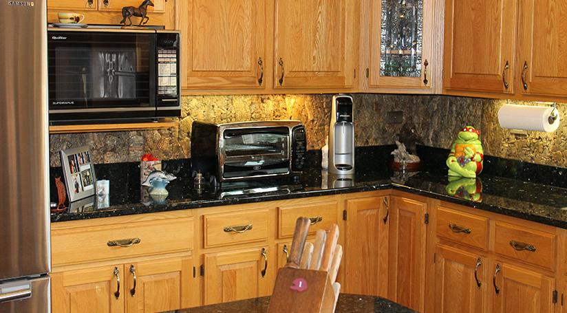 Tundra Designer Cork Wall Tile Installed As Backsplash In Kitchen Kitchen Finishes Cork Wall Tiles Cork Wall