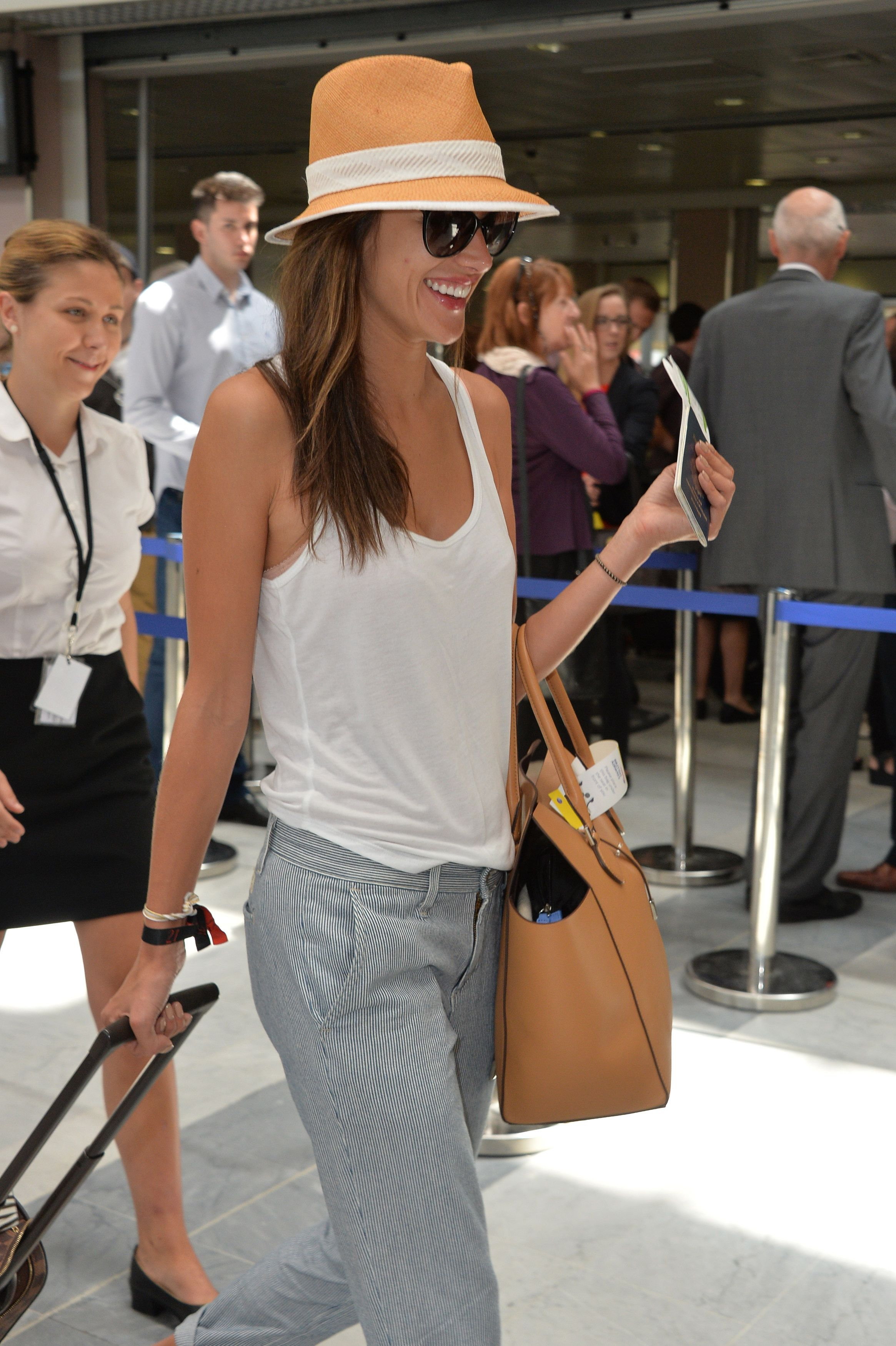 Alessandra ambrosio airport syle, white tank top outfit, street style, summer  outfit 2014