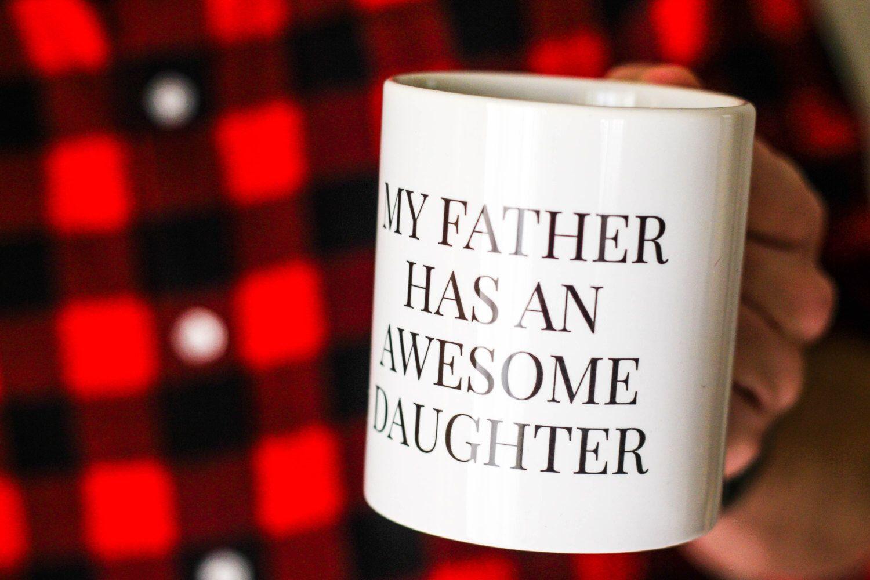 Mi padre tiene una hija genial - Día del Padre, Regalo Hombre, Divertido, Minimal, Taza Divertida, Original, Amor, Chico, Hijos Especial de MyNameIsMir en Etsy https://www.etsy.com/es/listing/272022740/mi-padre-tiene-una-hija-genial-dia-del