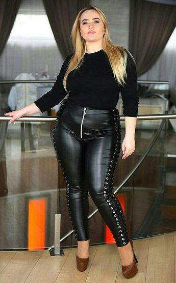 I bbw in black shiny leggins