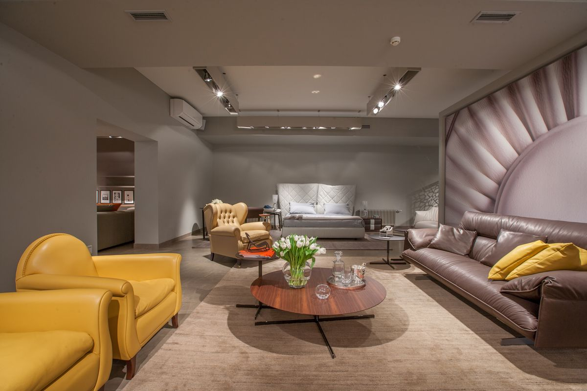 Great Success For The Poltrona Frau Showroom Opening In The  # Daquino Muebles