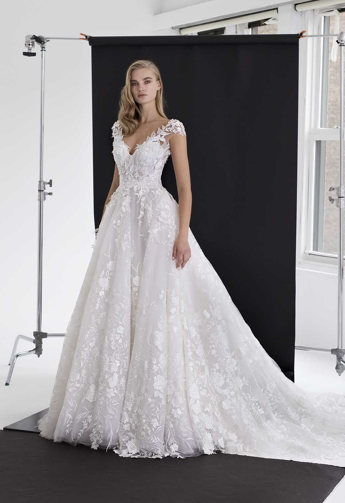 Pnina Tornai Ball Gown Wedding Dress With Floral Applique And Tulle Skirt Style Pnina Tornai Wedding Dress Ball Gown Wedding Dress Wedding Dresses Kleinfeld