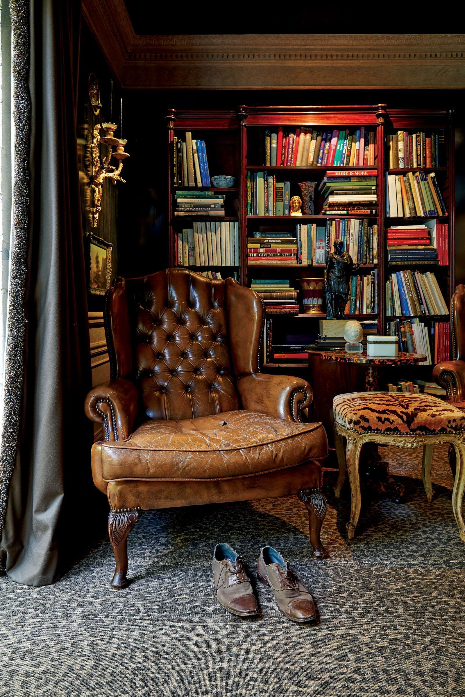 Welcome To The Lair Of A Seducer El Style In 2020 English House Home Library Design English Interior