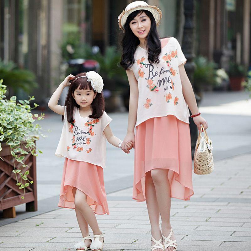 la familia de la moda de verano 2014 de flores de color rosa de color beige camisa de gasa falda de twinset