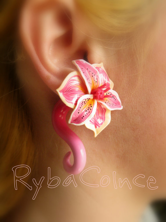 Fake ear gauge  Faux gauge/Gauge earrings /spiral by RybaColnce