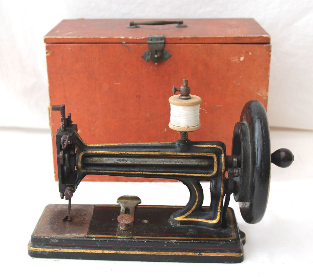 petite machine coudre ancienne fonte 19 century old sewing machine n hmaschine vintage. Black Bedroom Furniture Sets. Home Design Ideas