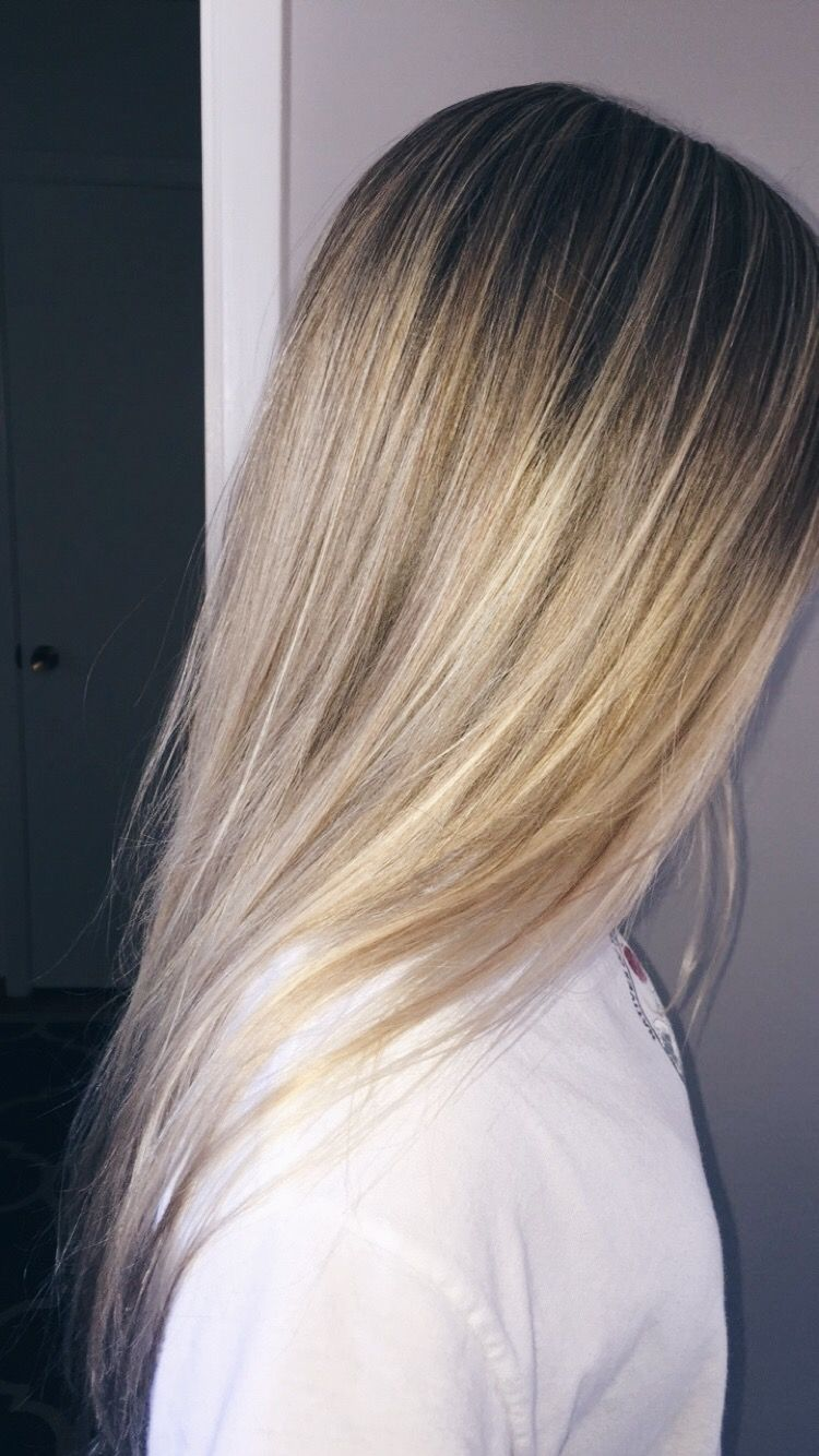 Pin By Ally Walker On Emma Chamberlain In 2020 Peekaboo Hair Bleached Hair Hair Dyed Underneath