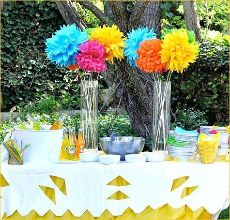 Real parties fiesta 40 birthday party fiestas fiesta for Flower arrangements for parties