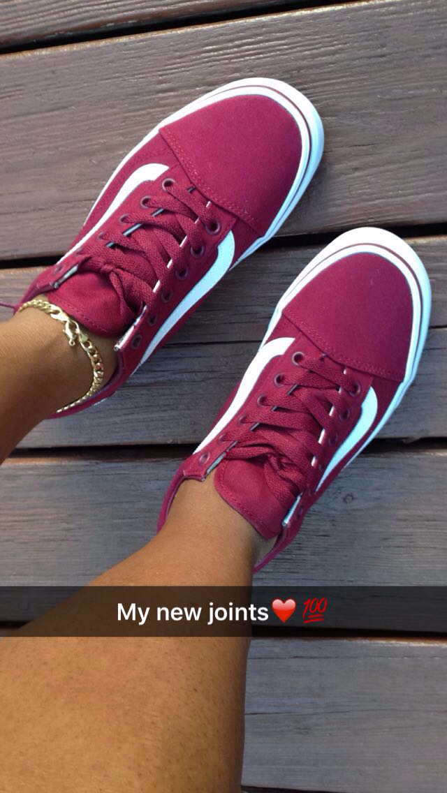 Old Skool burgundy vans  bc72efbbb
