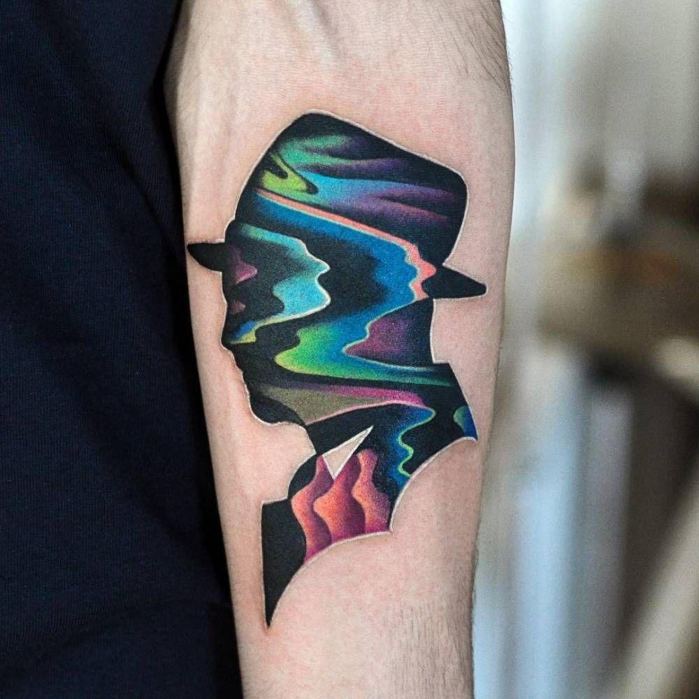 Tatuaje de estilo psicodélico en el interior del antebrazo izquierdo ...