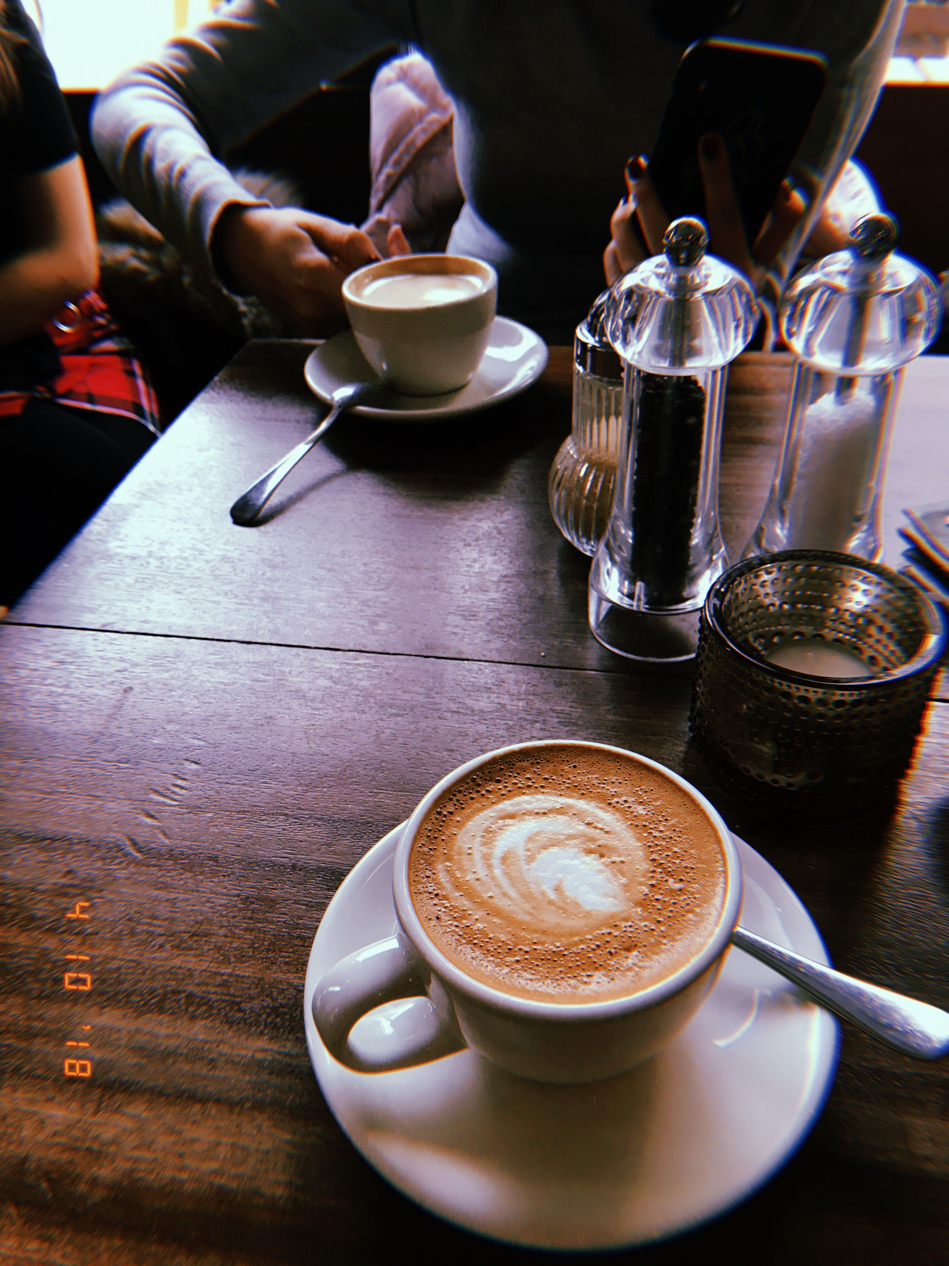 факт фото кофе ночью в кафе салоне