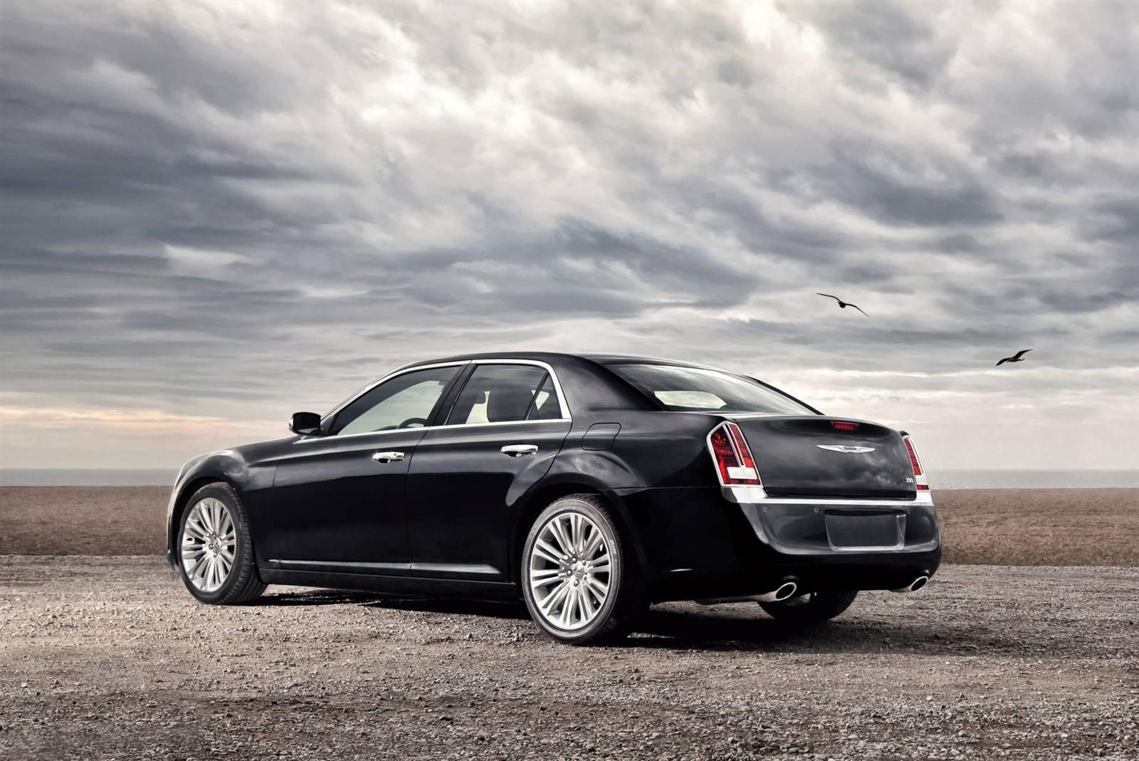 2013 chrysler 300 is coming in a hybrid in 2014