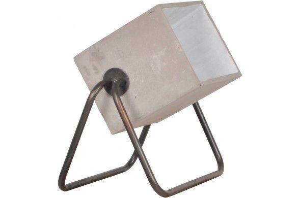 Trendhopper ● Een echte eyecatcher, deze stoere vloerlamp van beton en staal.