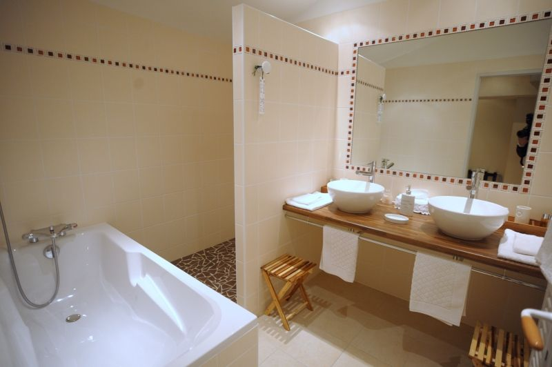 salle de bain douche ou baignoire plus de id es propos salle bains sur - Salle De Bain Douche Et Baignoire