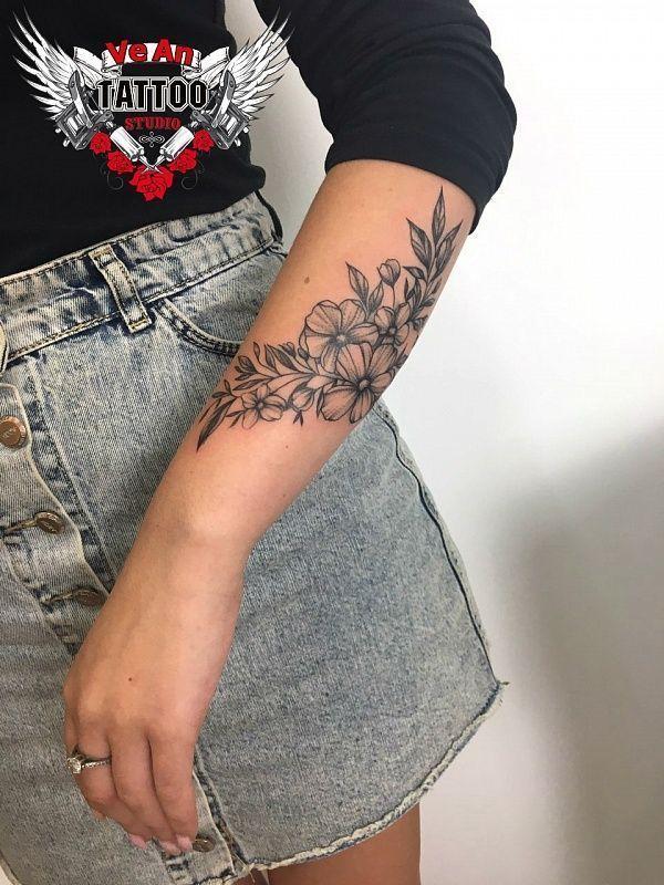 200 foto's van vrouwelijke tatoeages op de arm om geïnspireerd te raken – Foto's en tatoeages #flowertattoos – Flower Tattoo Designs
