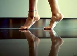 Se queres entrar em minha vida retire as sandálias, pois esse solo é santo.  (Fábio de Melo)
