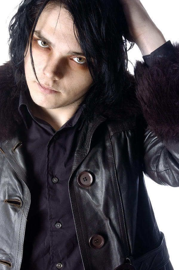 Revenge Gerard... Gaaaah he's so creepily beautiful in this picture.