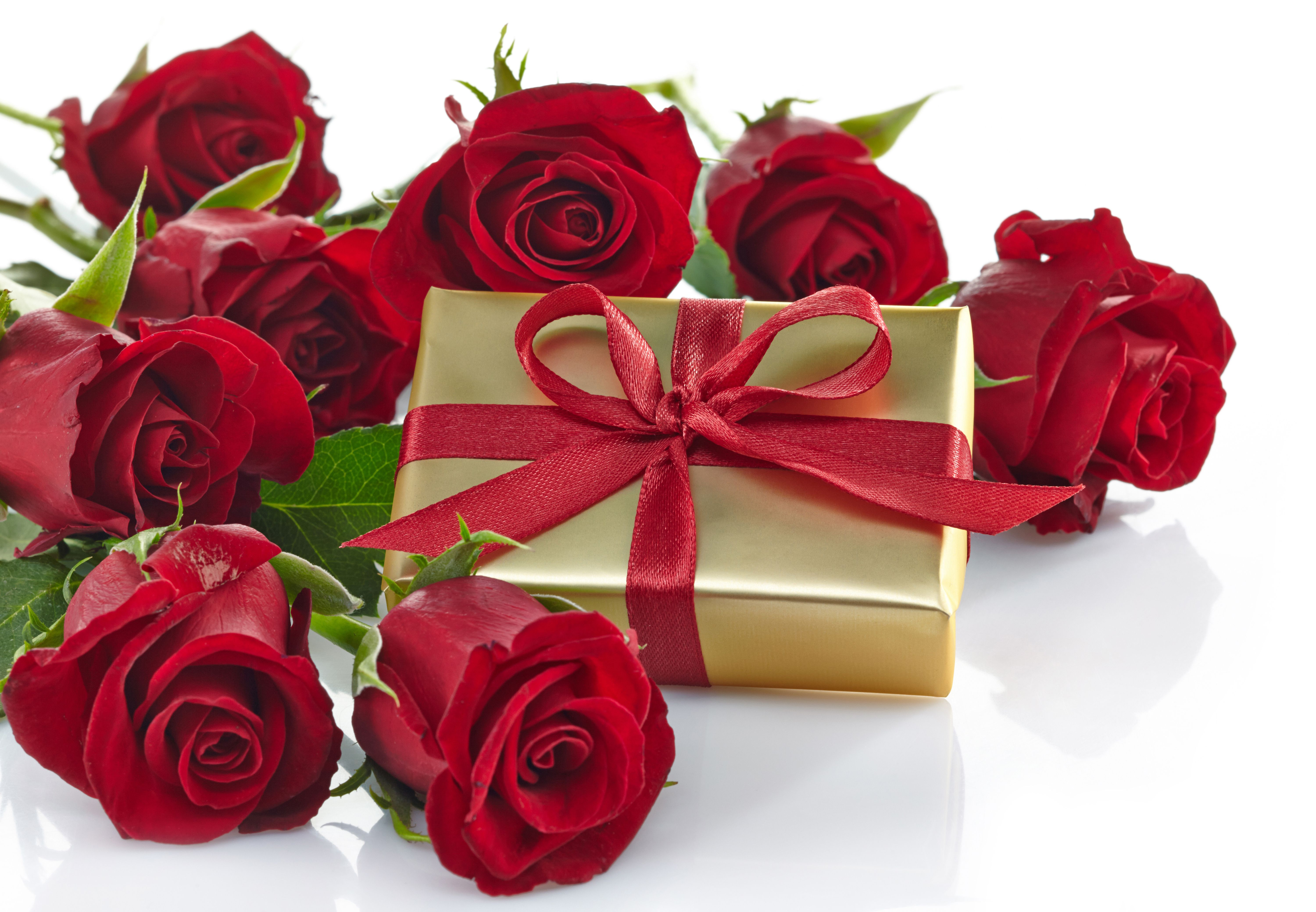 Gold Gift With Red Roses Background Red Roses Background Love Flowers Wallpaper Gold Gift