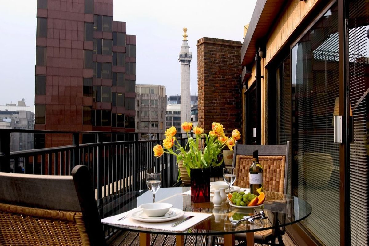 Balcony, Monument Street Serviced Apartments, The City of ...