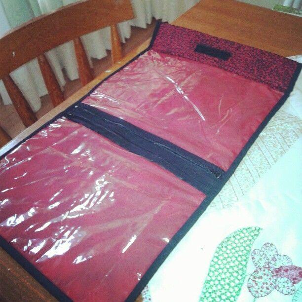 Porta lingerie para viagem - detalhe interno (2 compartimentos com zíper)