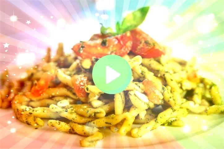 con Pesto e Pomodorini per un primo Strozzapreti con Pesto e Pomodorini per un primo  This creative Everything Bagel Sushi recipe combines flavors of our two favorite foo...
