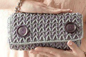 I love the herringbone like stitch! Calypso Clutch - Crochet Me