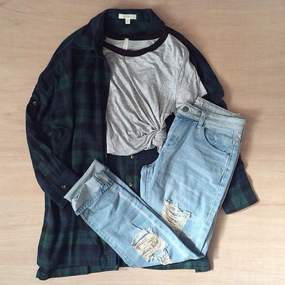 Grunge outfit idea nº21: Dark green and blue flannel shirt, short sleeve varsity…