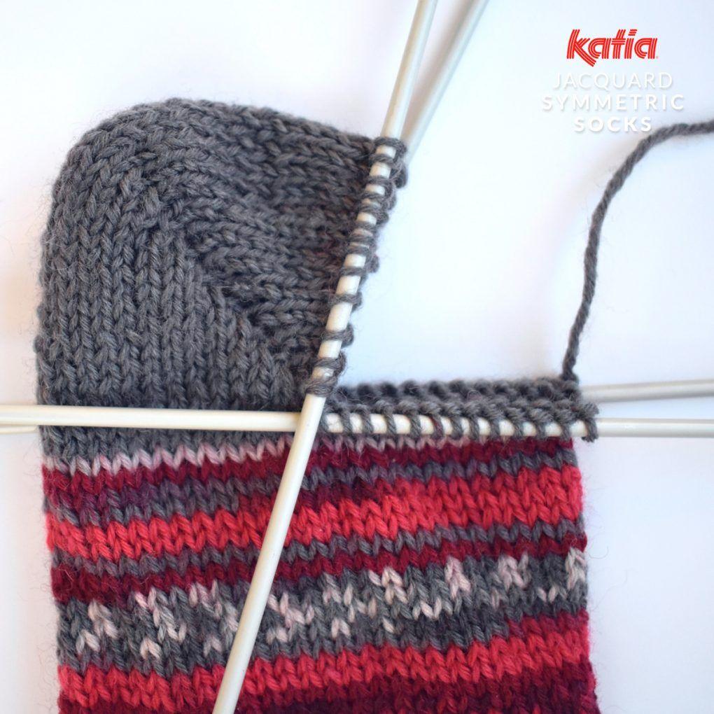 Photo of Stricke ein perfektes Paar Socken mit Katia Jacquard Symmetric Socks