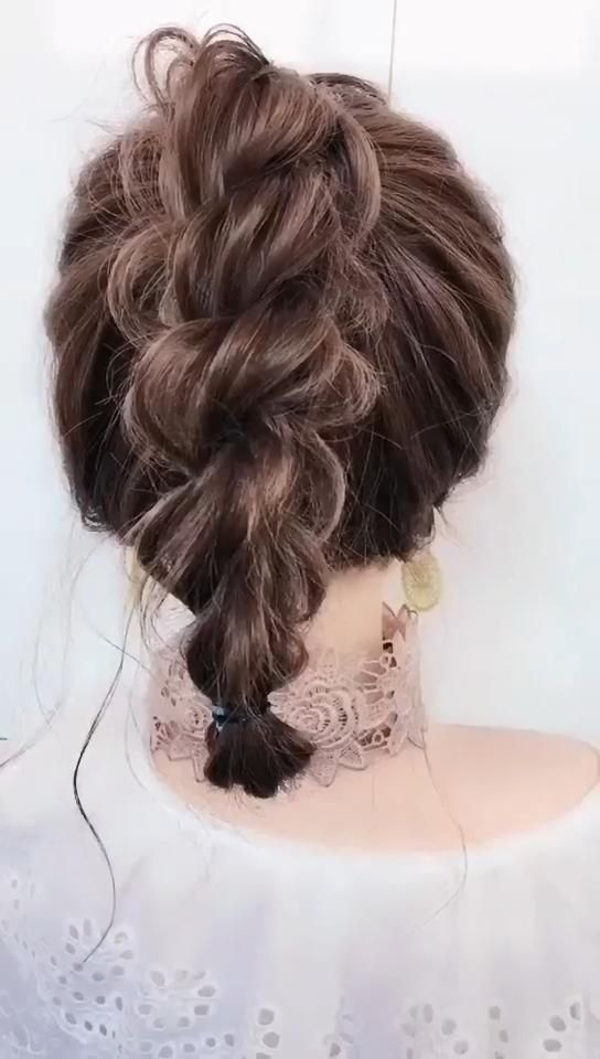 CREATIVE TWISTED HAIRSTYLE �