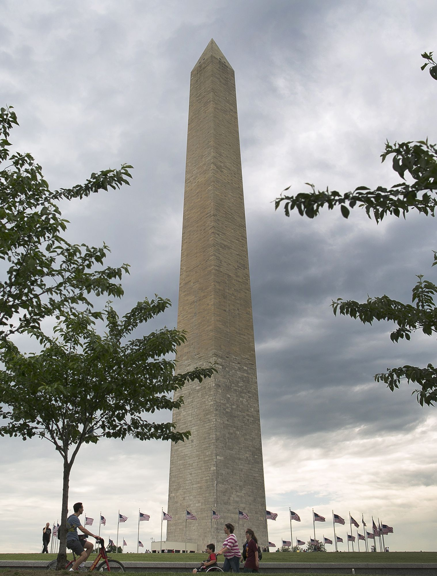 The Washington Monument Which Sustained Damage From An Earthquake In August 2011 Re Opened To The Public On Monday May 12 Washington Monument Photo Monument