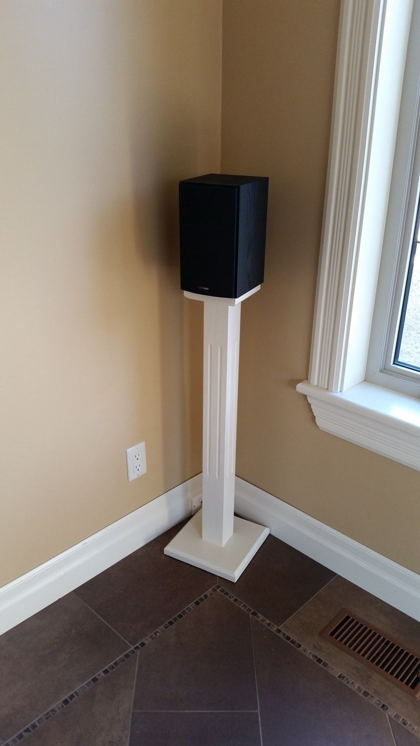speaker stands diy pinterest vardagsrum. Black Bedroom Furniture Sets. Home Design Ideas