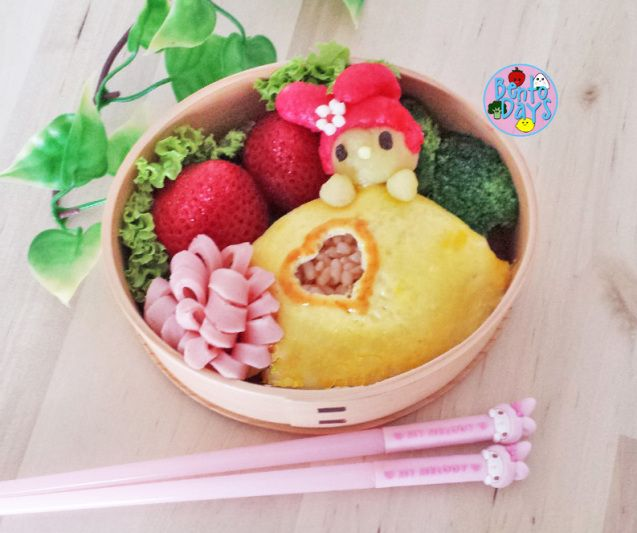 My Melody Omurice Bento | Bento Days. This Looks Like A Pizza Pop Inspired Bento. LOL.